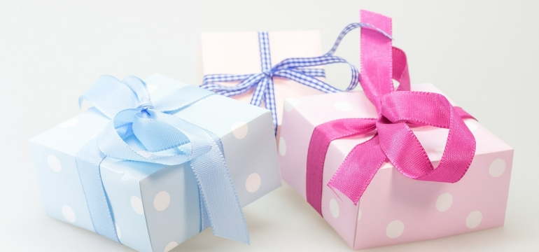 Kosmetyki i biżuteria na prezent dla dziewczyny 2019