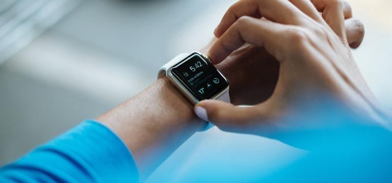 zegarek czy smartwatch co wybrac na komunię
